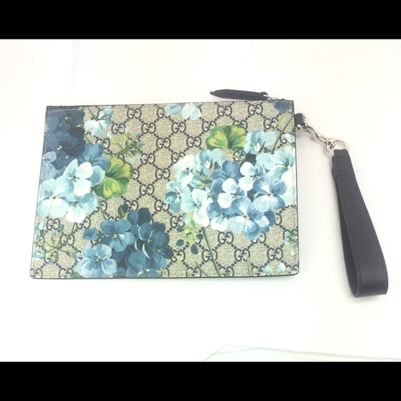 9eb94345f38746 Gucci Bags | Wristlet 411691 Gg Supreme Bloom Pouch | Poshmark
